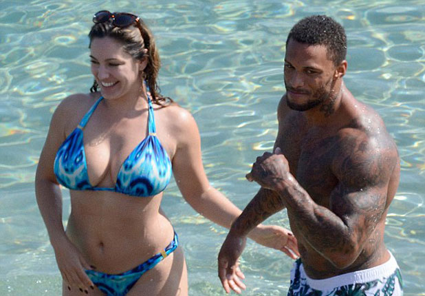 Kelly Brook'tan bikini şov!